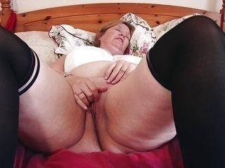 watch sexy mature finger her little pussy